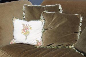 green-down-velvet-volour-silk-tassels-loveseat-7153